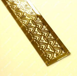Решетка с накладной рамкой и видимым крепежом