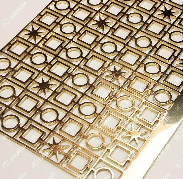 Декоративная решетка из полированной латуни для бутика