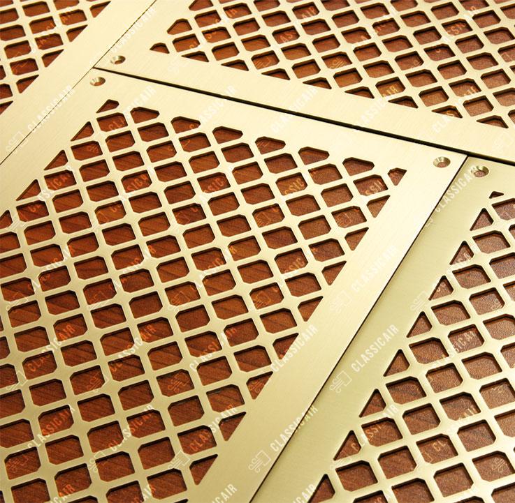 Матовая латунь для деревянных потолков из лиственницы