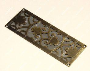 Старенная плоская решетка из латуни