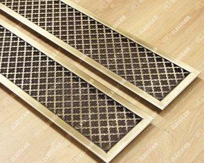 Вентиляционная решетка из состаренной латуни с накладной рамкой с фаской