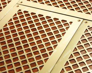 Матовая латунь для потолков из лиственницы